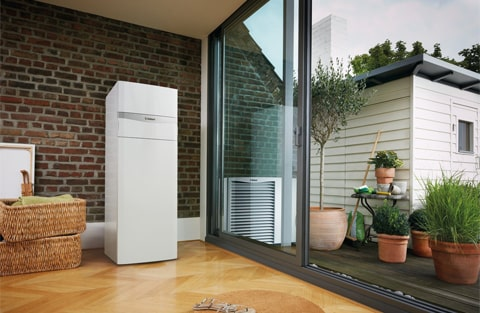zastosowanie pomp ciepła poprawia bilans energetyczny domu zamiast tradycyjnych paliw zużywana jest energia elektryczna